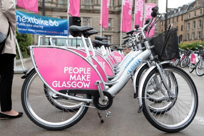 £10million has been allocated to create more space for cyclists and pedestrians - πηγή: https://www.glasgowtimes.co.uk/news/18411679.10million-pop-up-cycle-pedestrian-lanes-lockdown/